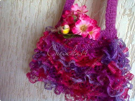 Приветствую всех гостей моего блога ))  Вдохновившись новой темой Презента от Голубки связала для любимой крестницы эту сумочку. Участвую в конкурсе фотографий. фото 14