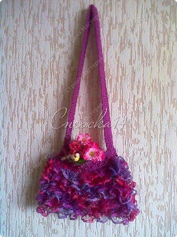 Приветствую всех гостей моего блога ))  Вдохновившись новой темой Презента от Голубки связала для любимой крестницы эту сумочку. Участвую в конкурсе фотографий. фото 11