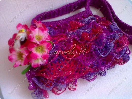 Приветствую всех гостей моего блога ))  Вдохновившись новой темой Презента от Голубки связала для любимой крестницы эту сумочку. Участвую в конкурсе фотографий. фото 1