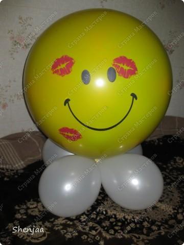 Сделала подарочек подруге на день рождение. Внутри шарика сюрприз и много много маленьких шариков с записками. фото 1