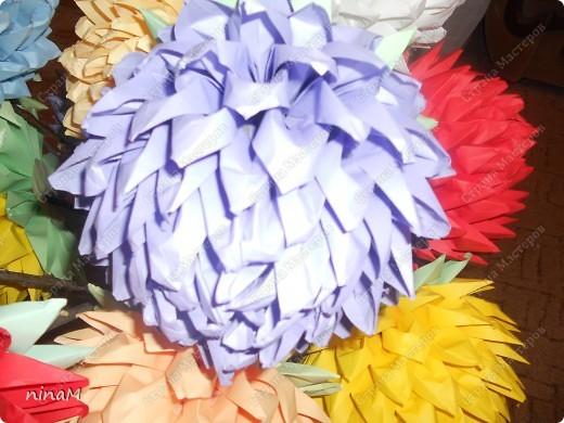 на что похожи не знаю, кто говорит, что георгины, кто хризонтемы. Изначально сделала лотос (ниже есть фото), затем добавила рядов в цветке и закрепила на стебле. фото 9