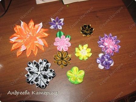 Доброго времени суток, мастерицы СМ! попросили меня сделать небольших по размеру цветочков для украшения квартиры! вот что пока получилось, заказ не весь, еще лент куча! выкладываю половину творений! остальные пока в процессе! фото 1