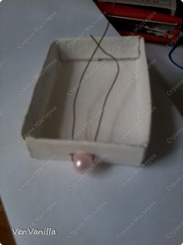 Всем привет!:) Мой второй опыт в скрапбукинге:)Ну если это можно назвать скрапбукингом..Сегодня мы попробуем смастерить коробочку-шкатулку для себя любимой:))А в главной роли у нас будет-спичечный коробок! фото 14