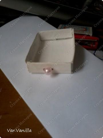 Всем привет!:) Мой второй опыт в скрапбукинге:)Ну если это можно назвать скрапбукингом..Сегодня мы попробуем смастерить коробочку-шкатулку для себя любимой:))А в главной роли у нас будет-спичечный коробок! фото 15