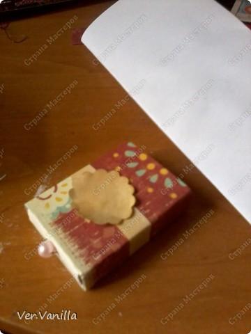 Всем привет!:) Мой второй опыт в скрапбукинге:)Ну если это можно назвать скрапбукингом..Сегодня мы попробуем смастерить коробочку-шкатулку для себя любимой:))А в главной роли у нас будет-спичечный коробок! фото 16