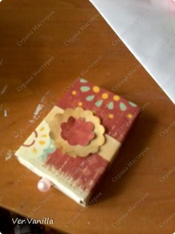 Всем привет!:) Мой второй опыт в скрапбукинге:)Ну если это можно назвать скрапбукингом..Сегодня мы попробуем смастерить коробочку-шкатулку для себя любимой:))А в главной роли у нас будет-спичечный коробок! фото 17
