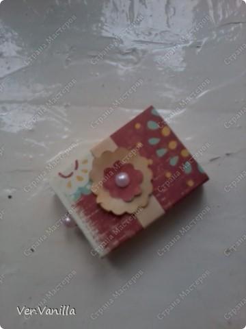 Всем привет!:) Мой второй опыт в скрапбукинге:)Ну если это можно назвать скрапбукингом..Сегодня мы попробуем смастерить коробочку-шкатулку для себя любимой:))А в главной роли у нас будет-спичечный коробок! фото 2