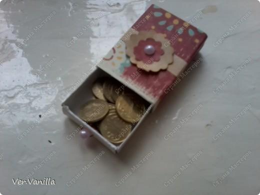 Всем привет!:) Мой второй опыт в скрапбукинге:)Ну если это можно назвать скрапбукингом..Сегодня мы попробуем смастерить коробочку-шкатулку для себя любимой:))А в главной роли у нас будет-спичечный коробок! фото 20