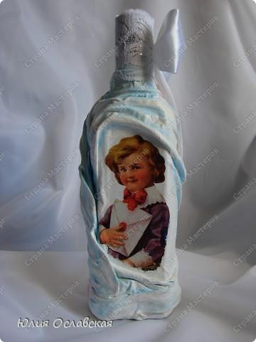 Всем доброе время суток! Поступил мне заказ на изготовление 3 бутылок в разном стиле. Бутылка №1 на серебряную свадьбу. Можно сказать, что это мой дебют в таком декоре. Первый раз использовала ткань, осталась очень довольна. фото 9
