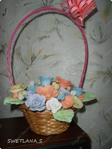 Весенние корзинки с цветочками из холодного фарфора. фото 2