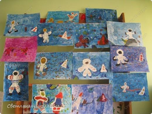 Вот такие рисунки нарисовали мы к Дню космонавтики. фото 1