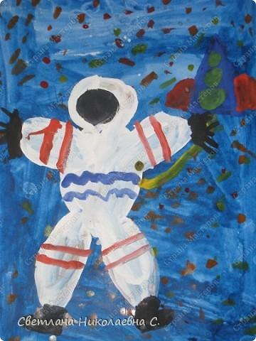 Вот такие рисунки нарисовали мы к Дню космонавтики. фото 2