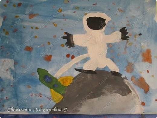 Вот такие рисунки нарисовали мы к Дню космонавтики. фото 3