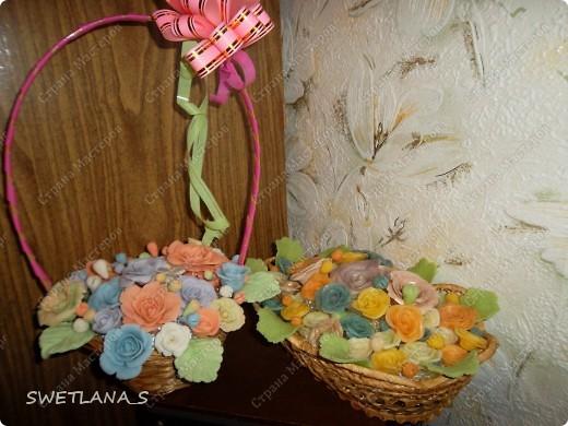 Весенние корзинки с цветочками из холодного фарфора. фото 1
