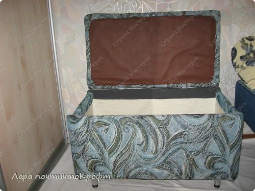 Очень захотелось сделать эдакий придиванный пуф-ящик, тем более что был новый отрез гобелена (остаток от покрывала на этот же диван). размер Ш 72 * Г 40 * В 46. на крышку проложен поролон толщиной 5 см. мягенько так посидеть) фото 7