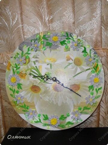 Часы из старой пластинки, украшенные цветами в технике Квиллинг и пайетками фото 2