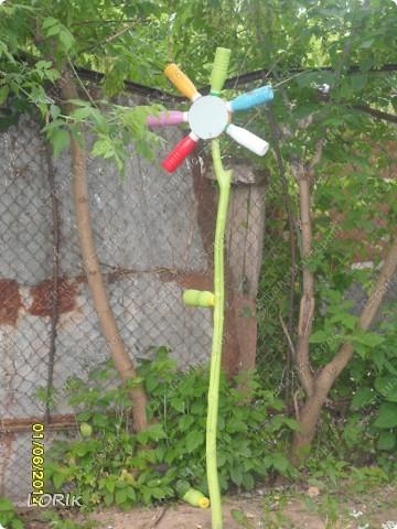 Вот такой домик для нашей площадки в детском саду сделал дедушка воспитанника нашей группы. У него 3 стороны, внутри скамейки. Петушка и кота нарисовала я. фото 4