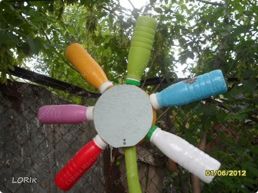 Вот такой домик для нашей площадки в детском саду сделал дедушка воспитанника нашей группы. У него 3 стороны, внутри скамейки. Петушка и кота нарисовала я. фото 5