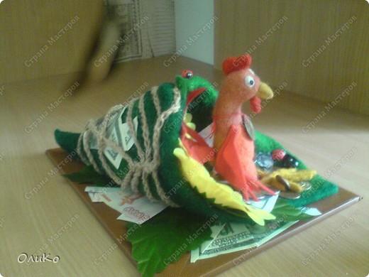 Подарок на День Рождения, поэтому выполнен в более презентабельном виде - на подставке( размер подставки 29см*22см, длина рога 32см, высота 12см)  фото 3