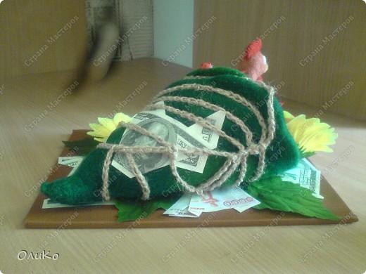 Подарок на День Рождения, поэтому выполнен в более презентабельном виде - на подставке( размер подставки 29см*22см, длина рога 32см, высота 12см)  фото 7