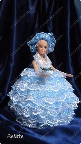 Моя шкатулка с куклой Барби наконец то готова. Делала по МК ineska http://stranamasterov.ru/node/128514?c=favorite, огромнейшее спасибо за идею и подробное объяснение этой красоты! Делала для дочки друзей, на ДР, ей исполнилось 7 лет, в куклы уже не играет, но хотела невесту в пышном платье. Получилась не невеста, но барышня! фото 1