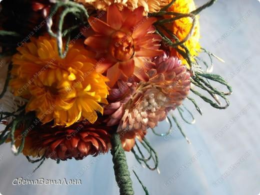 """Еще один из моих """"долгостроев"""".......сухоцветы с лета того года ( зимой до них все ручки не доходили).....усики - гофробумага ......ствол - бамбуковая шпажка.......листики - салфетка пропитанная лаком для ногтей ( для прочности)........наполнитель в горшочке - шпаклевка с ПВА , закрыла  комочками из салфетки и стекляшками.......горшок-   папье-маше........кракелюр -  лаком для ногтей кроко белый........... фото 12"""