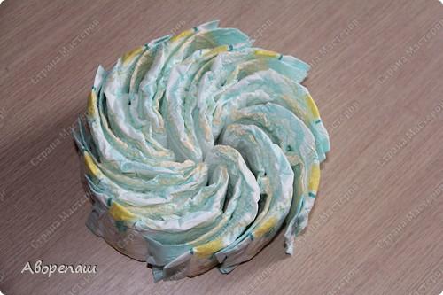 Тема тортов из памперсов не нова. Но все равно , когда  что-то делаешь хочется поделиться и с вами своими трудами.  хочу представить вам небольшой мастер класс тортика из памперсов с мотоциклом. фото 2