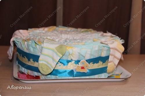 Тема тортов из памперсов не нова. Но все равно , когда  что-то делаешь хочется поделиться и с вами своими трудами.  хочу представить вам небольшой мастер класс тортика из памперсов с мотоциклом. фото 30