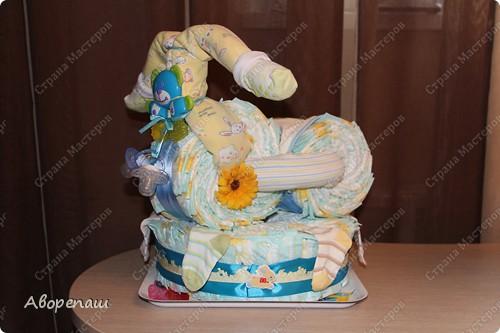 Тема тортов из памперсов не нова. Но все равно , когда  что-то делаешь хочется поделиться и с вами своими трудами.  хочу представить вам небольшой мастер класс тортика из памперсов с мотоциклом. фото 32