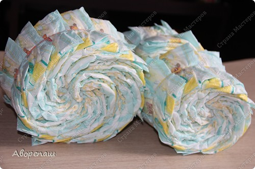 Тема тортов из памперсов не нова. Но все равно , когда  что-то делаешь хочется поделиться и с вами своими трудами.  хочу представить вам небольшой мастер класс тортика из памперсов с мотоциклом. фото 5
