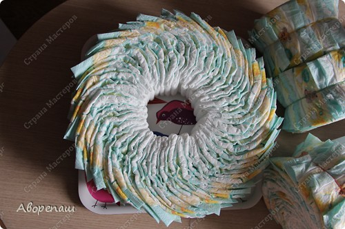 Тема тортов из памперсов не нова. Но все равно , когда  что-то делаешь хочется поделиться и с вами своими трудами.  хочу представить вам небольшой мастер класс тортика из памперсов с мотоциклом. фото 7
