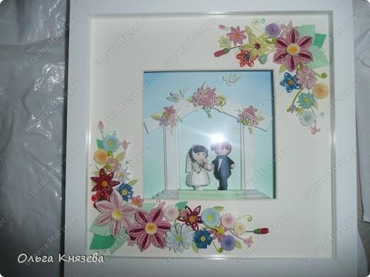 Ура! Нашла фотографию одного из подарков племяннице на свадьбу - картины в технике квиллинг, а я уж думала, придется ехать к племяннице, чтобы сфотографировать работу! Работа годичной давности)