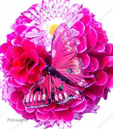 Топиарий из искусственных цветов, декорированных полубусинами, бусинами, бабочками, сердечками, стеклянными росинками. Высота дерева 40 см фото 3