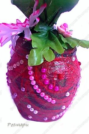 Топиарий из искусственных цветов, декорированных полубусинами, бусинами, бабочками, сердечками, стеклянными росинками. Высота дерева 40 см фото 4