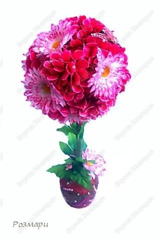 Топиарий из искусственных цветов, декорированных полубусинами, бусинами, бабочками, сердечками, стеклянными росинками. Высота дерева 40 см фото 2