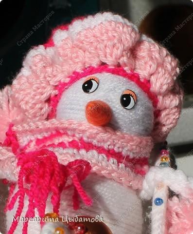 Всё нужно делать заранее... Подружка снеговичка! В основании два небьющихся новогодних шарика,обмотанных пряжей! фото 2