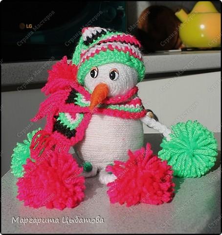Всё нужно делать заранее... Подружка снеговичка! В основании два небьющихся новогодних шарика,обмотанных пряжей! фото 3