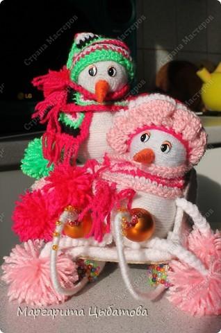 Всё нужно делать заранее... Подружка снеговичка! В основании два небьющихся новогодних шарика,обмотанных пряжей! фото 6