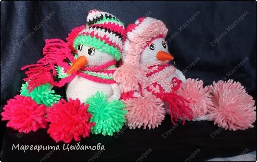 Всё нужно делать заранее... Подружка снеговичка! В основании два небьющихся новогодних шарика,обмотанных пряжей! фото 4