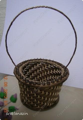 Здравствуйте, жители Страны Мастеров! Я предлагаю Вашему вниманию описание процесса изготовления миниатюрной корзинки для квиллинговых цветов.  фото 12