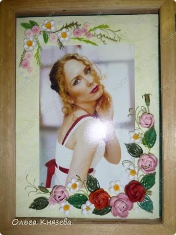 На день рождения подруги сделала ей в подарок рамочку, в которую вставила ее фотографию, которая мне очень нравится. Как-то подумала, что для такой красивой девушки самый лучший подарок - ее фото)!