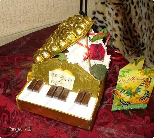 """Первая попытка сделать букет из конфет. Клавиши - коробка конфет """"Мерси"""", остальные конфетки """"Алёнка"""" фото 4"""