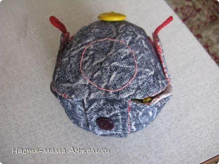 Участвовала в тренинге по шитью вот такой замечательной игрушки .  Эта интересная идея и все разработки принадлежат Анне Румянцевой. Мячик-серединка + 3 оболочки-скорлупки (внешние слои, лепестки, шапочки,  матрешки- как угодно называйте) к нему.  фото 3