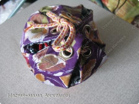 Участвовала в тренинге по шитью вот такой замечательной игрушки .  Эта интересная идея и все разработки принадлежат Анне Румянцевой. Мячик-серединка + 3 оболочки-скорлупки (внешние слои, лепестки, шапочки,  матрешки- как угодно называйте) к нему.  фото 6