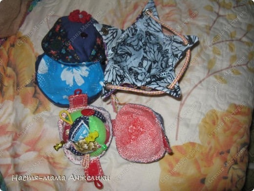 Участвовала в тренинге по шитью вот такой замечательной игрушки .  Эта интересная идея и все разработки принадлежат Анне Румянцевой. Мячик-серединка + 3 оболочки-скорлупки (внешние слои, лепестки, шапочки,  матрешки- как угодно называйте) к нему.  фото 9