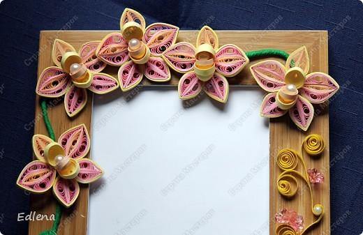 У свекрови сломалась рамочка, ну вот в замен  ей купила и украсила цветочками в стиле квиллинг. Размер рамочек 10 на 15см... фото 3