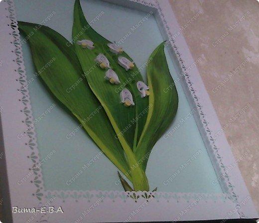 Еще одна работа, которую мы вместе с Машей сделали.. Маша сделала цветочки, а я листья, и все остальное оформление. Листья я делала из цветного двухстороннего картона. Потом продавила крючком прожилки, и карандашами стала прорисовывать оттенки листа. Загнутые края, я вырезала из другого цвета, и наклеивала сверху, так же прорисовывая оттенки. Эту картину, мы с Машей тоже приготовили для знакомой бабушки в подарок на день рождение. фото 5