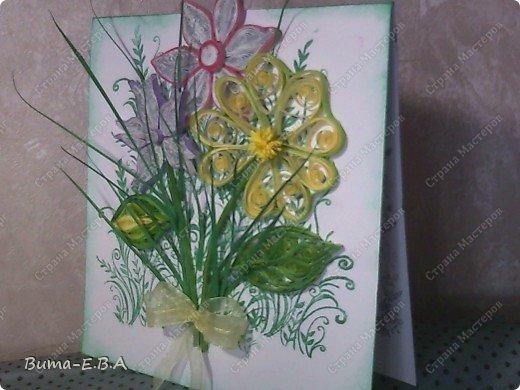 Эти цветочки Маша делала очень давно, если приходит к ней вдохновение, она берется их делать, а надоедает то складывает в коробку.. и до востребования..... А сегодня день рождение у нашей знакомой бабушки, и мы с Машей решили сделать открытку, и сложить вместе все сделанные её цветочки в единую композицию. На саму открытку, проштамповала силиконовыми штампиками (зеленью), а на верх приклеили разные её цветочки, и прикрепили бантик!!! фото 4