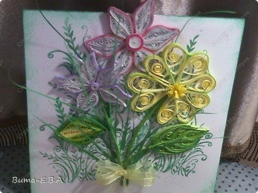 Эти цветочки Маша делала очень давно, если приходит к ней вдохновение, она берется их делать, а надоедает то складывает в коробку.. и до востребования..... А сегодня день рождение у нашей знакомой бабушки, и мы с Машей решили сделать открытку, и сложить вместе все сделанные её цветочки в единую композицию. На саму открытку, проштамповала силиконовыми штампиками (зеленью), а на верх приклеили разные её цветочки, и прикрепили бантик!!! фото 6