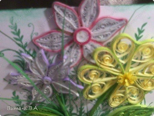 Эти цветочки Маша делала очень давно, если приходит к ней вдохновение, она берется их делать, а надоедает то складывает в коробку.. и до востребования..... А сегодня день рождение у нашей знакомой бабушки, и мы с Машей решили сделать открытку, и сложить вместе все сделанные её цветочки в единую композицию. На саму открытку, проштамповала силиконовыми штампиками (зеленью), а на верх приклеили разные её цветочки, и прикрепили бантик!!! фото 7